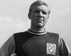 Bobby-Moore-West-Ham-United-Legend-10x8-Photo