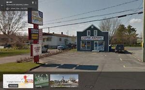 Immeuble commercial à louer ou à vendre sur boul Mgr Langlois