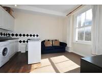 1 bedroom flat in Queens Gardens, London, W2