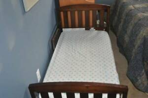Toddler bed with safety rail