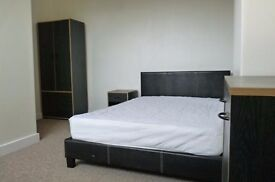 LARGE DOUBLE ROOM HEADINGLEY / BURLEY - INC ALL BILLS PLUS CLEANER - PROFESSIONAL HOUSE