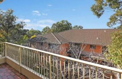 Single bedroom, in 3 Bedroom Unit, 5 min Walk to Station&Shopping Merrylands Parramatta Area Preview