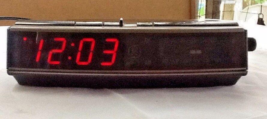 GE 7-4619A LED DIGITAL ALARM CLOCK AM FM RADIO WITH BATTERY BACKUP 1980S VINTAGE