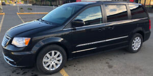 2015 Chrysler Town & Country (47,800 KM)