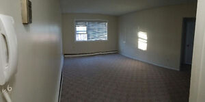 REDUCED!!! 2 bedroom apartment - South Golden Mile Mall Location