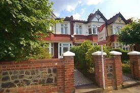 Big Victorian house in Putney / Southfields, 4 mins from underground stn, very quiet and green area