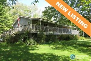 4 bed/2.5 bath rancher on 12.37 ac along the Stewiacke River