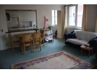 SPACIOUS 3B FLAT WITH BIG TERRACE, FURNISHED IN REGENTS CANAL HOUSE, COMMERCIAL ROAD, LONDON DF341