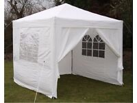Brand new Airwave 2.5x2.5mtr Pop Up Waterproof Gazebo in White with 2 WindBars and 4 Leg Weight Bags