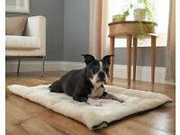 FED UP WITH PET HAIR ? 2 In 1 Pet Bed,----