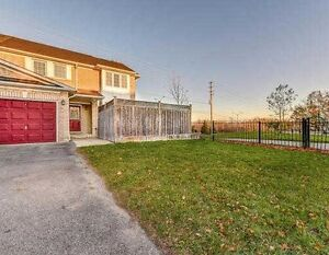 $2000 - 3 Bed/2 Bathroom End unit Townhouse in Pickering