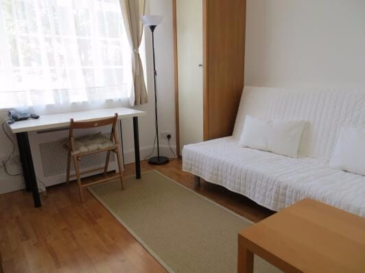 -A beautiful studio flat in Hammersmith, Fulham Palace Road, includes bills