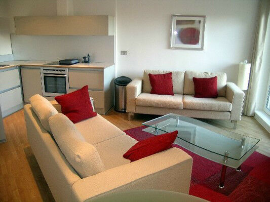 STUNNING 2 BED 2 BATH QUEENSGATE HOUSE BOW E3 MILE END ROAD CHURCH BROMLEY DEVONS CANARY WHARF