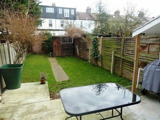 Well presented two double bedroom terrace house