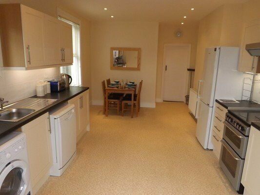 Large One Bedroom Apartment in Raynes Park! AVAILABLE NOW!!