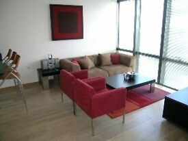 ---FANTASTIC 2 BED FLAT 5 MINUTES WALK TO CANARY WHARF---