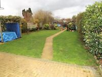 Four Bedroom Semi-Detached House - Private Parking & Private Garden