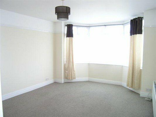 Ground floor spacious one-bedroom apartment - Morden