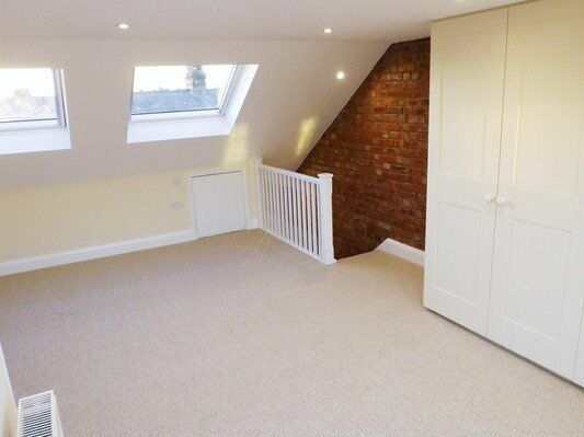3 Bedroom House, Moments From Raynes Park Centre