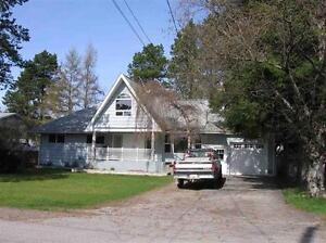 Chalet Style 6 Bedroom Home Close to Downtown!