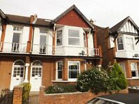 3 BEDROOM FLAT IN RAYNES PARK WITH PRIVATE GARDEN AND AMPLE SPACE