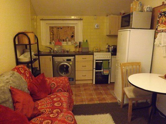 LARGE STUDIO WITH PRIVATE TERRACE NEAR RAYNES PARK STATION