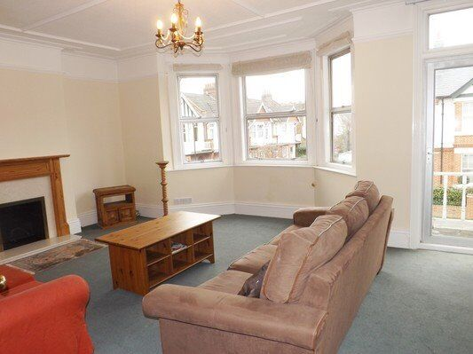 SPACIOUS THREE BEDROOM APARTMENT IN RAYNES PARK