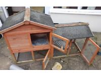 Outdoor rabbit/ ginny pig hutch DELIVERY AVAILABLE