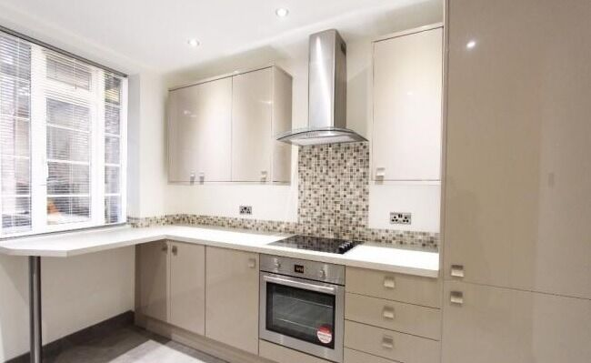 Spacious 2/3 Bedroom Apartment moments from Brent Cross!