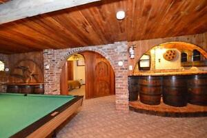 7 Bedroom Blue Mountain Cottage with hot tub #162