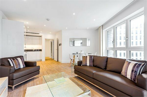 ( 2 ) Two bedroom in Wiverton Tower, Aldgate Place, Aldgate East / City E1 £650 pw Available May