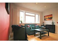 LUXURY 3 BED FLAT IN PRIME LOCATION - CALL RICCARDO NOW TO AVOID MISSING OUT!!