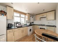 Two Bedroom Flat-Spacious Kitchen-New Cross Road-SE15-5 mins walk from the station-Available 11/05