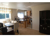 Most-Loved 3 bedroom happy:) family apartment in NW6 Queen's Park