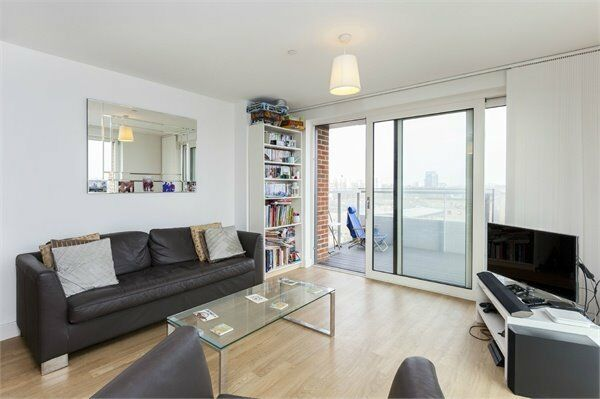( 3 ) Three bedroom in Jefferson Plaza, Bromley By Bow / Devons Road E3 £530 pw Available NOW!
