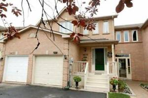 Clean 3 Beds Townhouse with 2.5 washrooms- Oakville Glen Abbey
