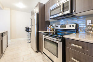 Large 2 Bed Unit on the Lakeshore | Pet Friendly + Renovated!