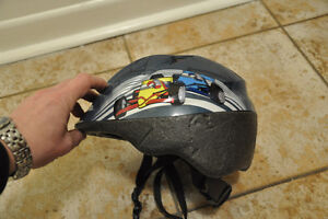 Casque de vélo MEC enfant 1 an +. Child bike helmet, 1 year +