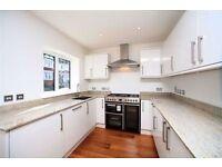 4 bedroom flat in Denehurst Gardens, Hendon NW4