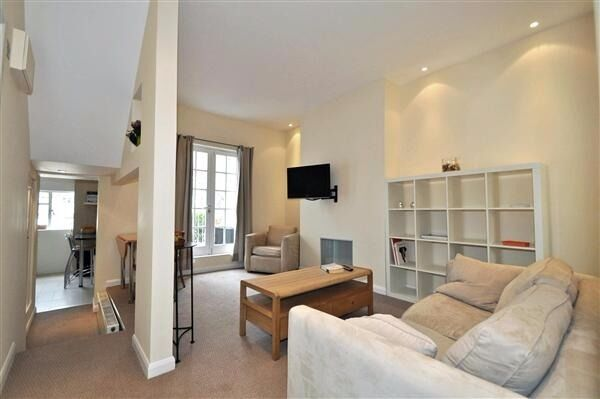 Exceptional one bedroom apartment with PRIVATE ROOF TERRACE