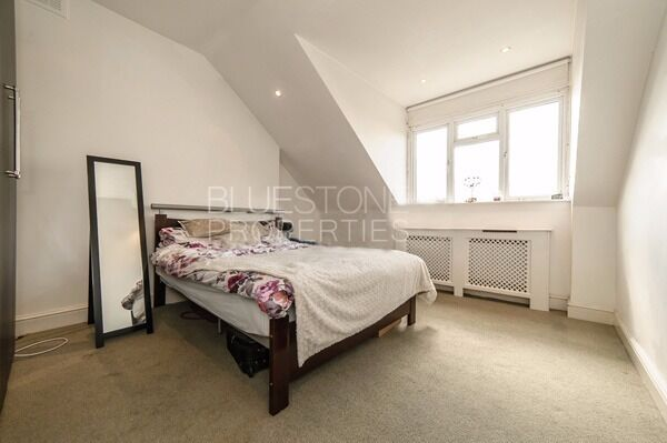 SW18 - Lovely [One Bed] Flat. Close to transport Links and Shops. Very Large communal Garden.