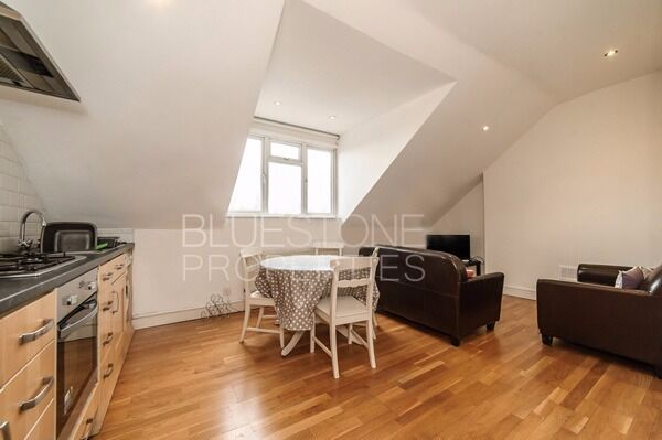 ***Wandsworth Town***One Bed Flat***Modern Conversion***Large Communal Garden*** SW18***