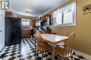 4 rooms available on May 1 in a 5-room house