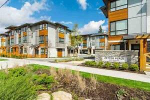 Beautiful Townhome in  Zetter Place Langley