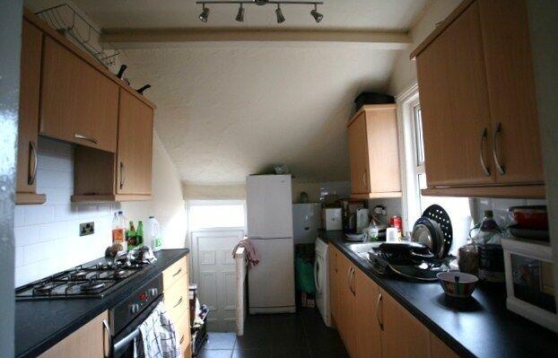 5 bedroom flat in Amble Grove, Sandyford, Newcastle Upon Tyne, NE2