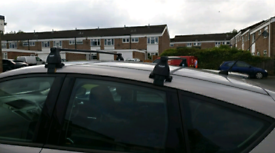 Universal roof bars and roof box
