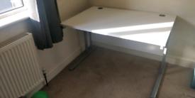Maestro 25 SL straight desk 1200mm X 800mm White