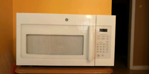 GE household microwave oven