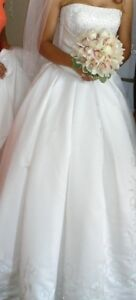 Beautiful Wedding Gown and Veil for Sale