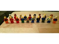 Lego minifigures and accessories